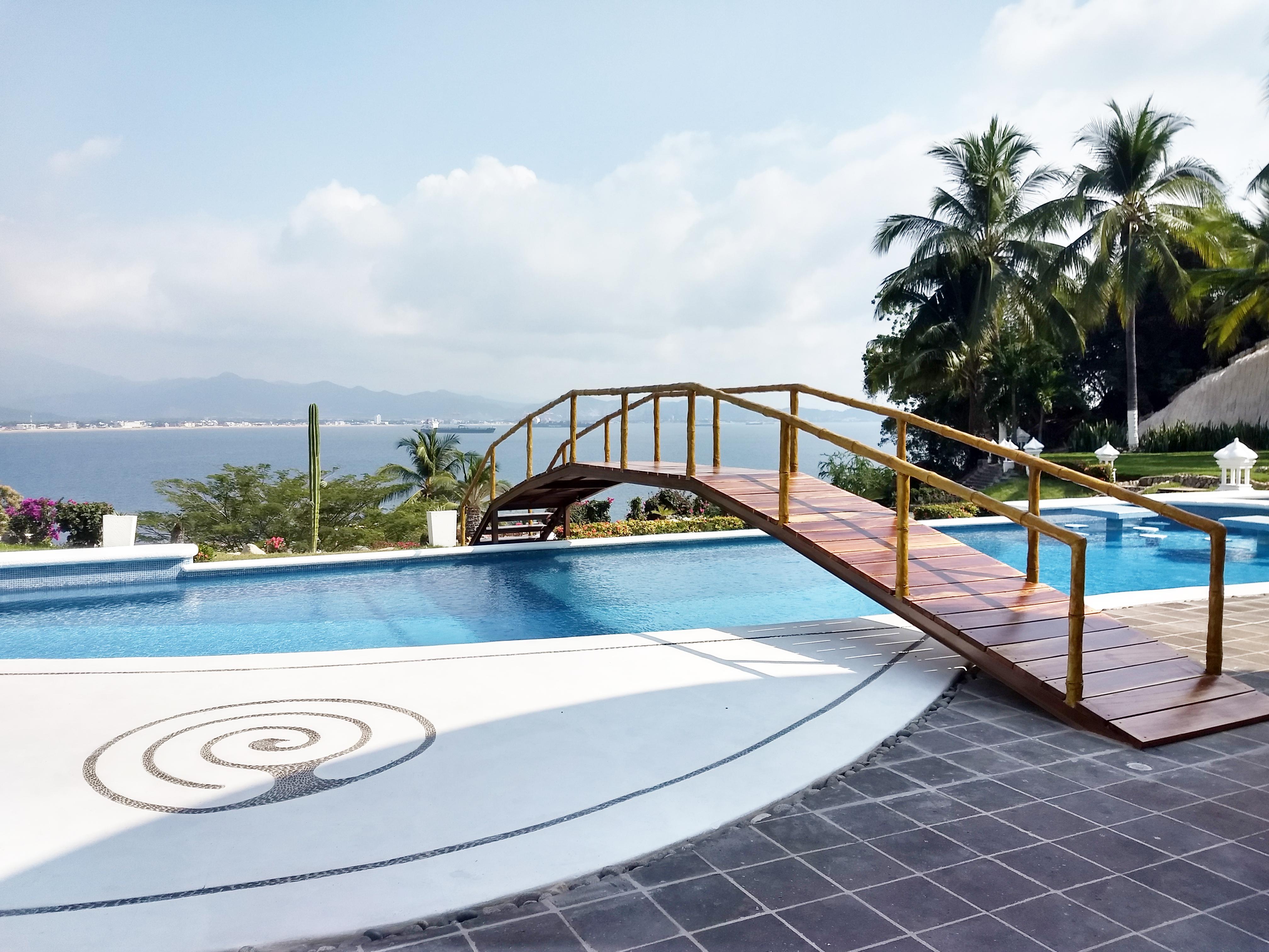 pool_bridge_bay