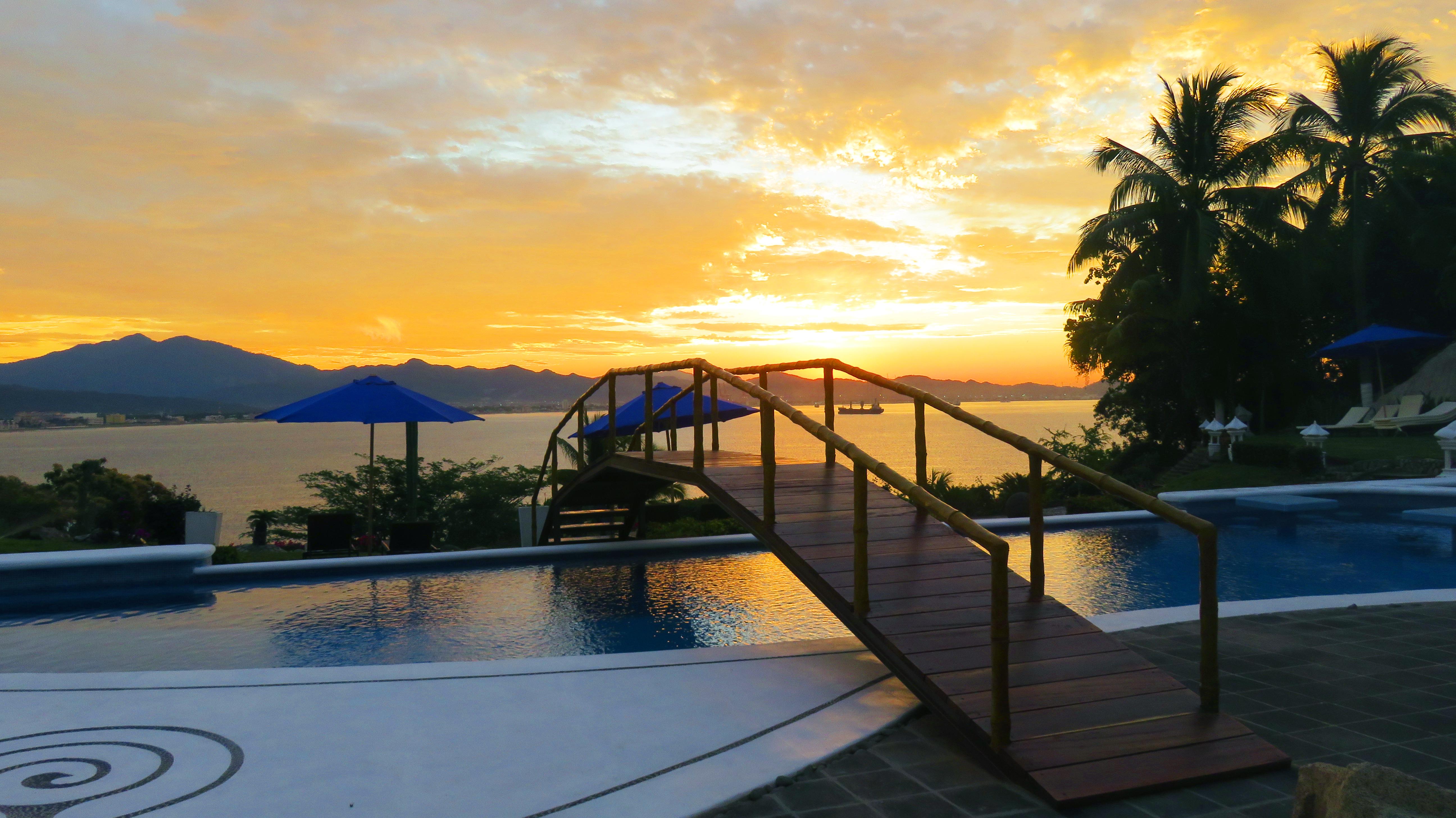 sunrise-pool